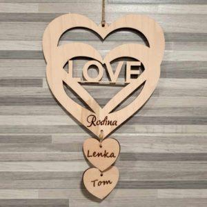 Dřevěné srdce s motivem love